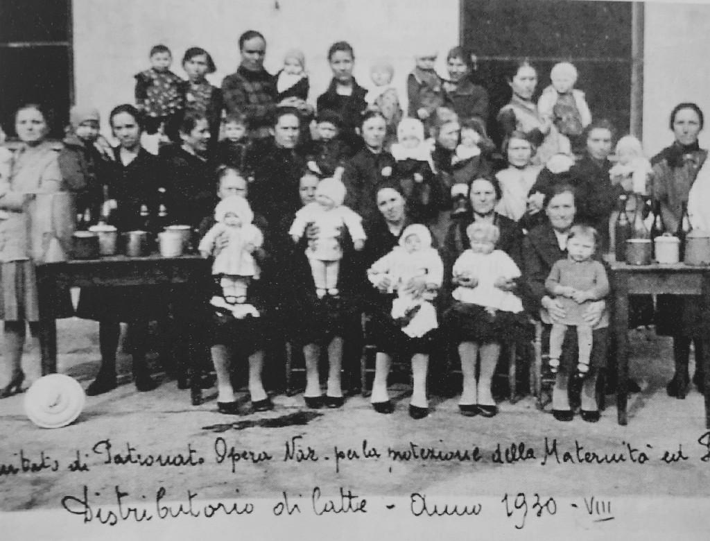 """Anonimo, """"Distribuzione del latte"""", Trino, 1930  (Biblioteca civica di Trino)"""