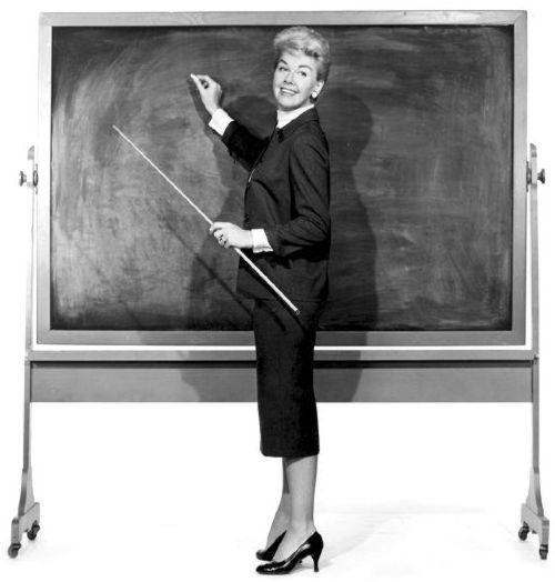 Doris Day mentre interpreta il ruolo di una maestra
