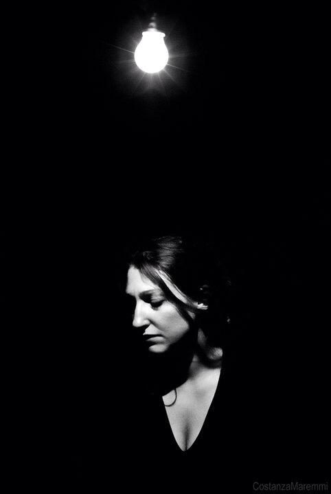 """Laura Croce durante lo spettacolo """"Né bocca, né naso, né occhi"""" - Produzione Straligut - regia di Fabrizio Trisciani"""