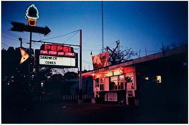 "William Eggleston,  ""Untitled"", dalla serie ""Chromes"""